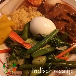 Indisch maaltje met zoetzure ananas, rendang, rijst en groenten