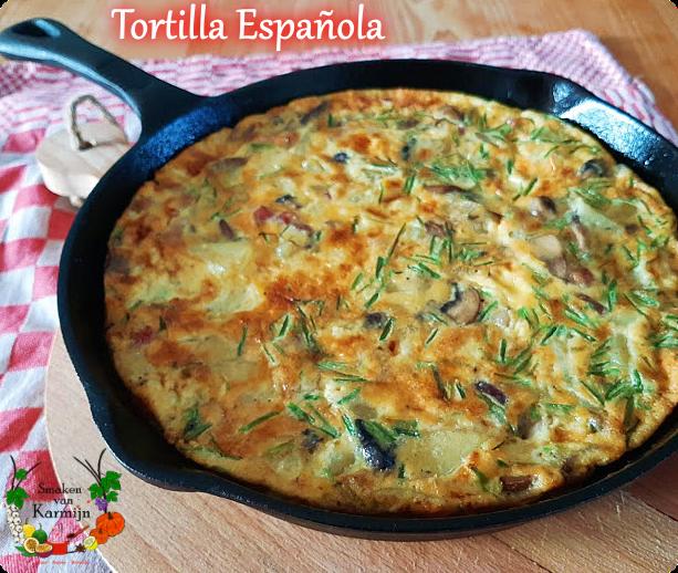 Tortilla met ui, champignons, aardappel en bieslook